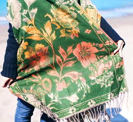 インドの伝統唐草柄ストール(220cm × 65cm)