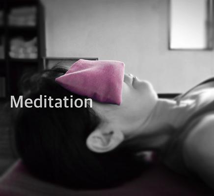Meditation - 動く瞑想、トラクタ瞑想、アイピローで心身の解放をしっとりと。